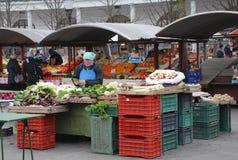 Ljubljana-Markt im Dezember Stockbild