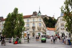 Ljubljana Slovenië - 15 AUGUSTUS, 2017 2015 - het kasteel van Ljubljana ` s en oude stadsmening Stock Foto's