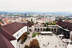 Ljubljana Slovenië - 15 Augustus, 2017: Mening van het vierkant binnen het kasteel Stock Afbeelding