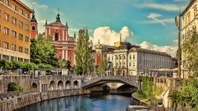 LJUBLJANA SLOVENIA, LIPIEC, - 28, 2017: Stary grodzki bulwar w Lju Obraz Royalty Free