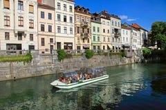 LJUBLJANA, SLOVENIA - OKOŁO LIPIEC 2014: Stary grodzki bulwar w Lj Obraz Royalty Free