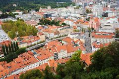 Ljubljana, Slowenien - 15. August 2017 - Panoramablick zur alten Stadt von der Spitze des Ljubljana-Schlosses Stockfotos