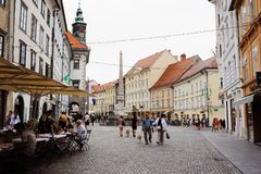 Ljubljana, Slowenien - 15. August 2017 Rathausquadrat und robba Brunnen in Ljubljana Lizenzfreie Stockbilder