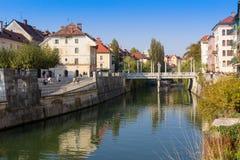 Ljubljana, Slowenien - Flussuferansicht über 13 vom Oktober 2018 stockfoto