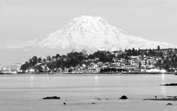 Ljud norr Tacoma för Mt Rainier Sunset Cascade Range Puget arkivfoton