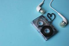 Ljudband på en blå bakgrund Royaltyfria Foton