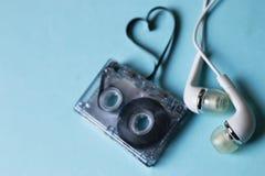 Ljudband på en blå bakgrund Fotografering för Bildbyråer