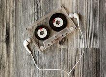 Ljudkassett med hörlurar Royaltyfria Bilder