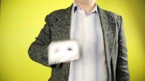 Ljudkassett och blyertspenna stock video