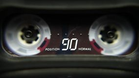 Ljudkassett som spelar, abstrakt begrepp stock video