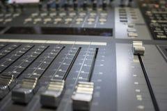 Ljudsignal produktionSwitcher av televisionTV-sändning Arkivbilder