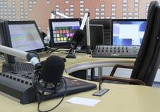Ljudsignala blandareknoppar under levande TVTV-utsändning Royaltyfri Bild