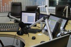 Ljudsignala blandareknoppar under levande TVTV-utsändning Arkivfoto