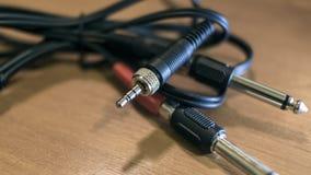 Ljudsignala kontaktdon med flätade samman trådar arkivfoto