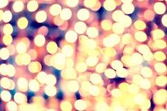 Ljus abstrakt defocused bakgrund med cirklar och guld- nig Royaltyfria Bilder