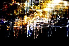 Ljus abstrakt modell i linjer och fläckar för en färg olika på en svart Arkivbild