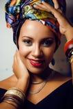 Ljus afrikansk kvinna för skönhet med idérikt smink royaltyfri bild