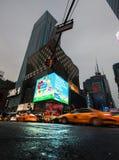 Ljus av advertizingen på gator av Manhattan Fotografering för Bildbyråer