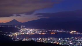 Ljus av den Suwa staden och Mt Mount Fuji på gryning Royaltyfri Fotografi
