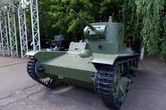 Ljus behållare T-26 med ett cylindriskt torn i museet av militär utrustning på den Poklonnaya kullen i Moskva arkivbilder
