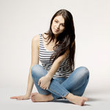 Ljus bild av den lyckliga och bekymmerslösa tonårs- flickan Fotografering för Bildbyråer