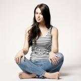 Ljus bild av den lyckliga och bekymmerslösa tonårs- flickan Arkivfoto