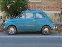 Ljus - blå Fiat 500 bil Arkivfoto