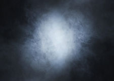 Ljus - blå rök på en djup svart bakgrund Royaltyfria Foton