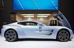 Ljus - blåa Aston Martin ONE-77 Royaltyfri Bild