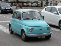 Ljus - blåa Fiat 500 royaltyfria bilder