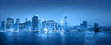 Ljus - blåa Panaroma av New York City Arkivbilder