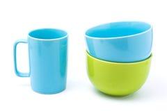 Ljus - blått kaffekopp och ljus - blå bunke och grön bunke Royaltyfria Bilder