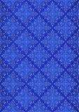 Ljus - blom- sömlös modell för purpurfärgad diamantform på blå bakgrund Royaltyfri Bild
