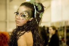 ljus bodyart gör makeup att visa upp royaltyfri bild