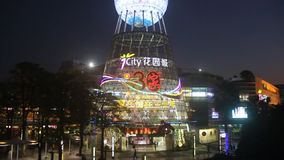 Ljus briljant köpcentrum i den shenzhen sheKouen stock video