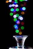 Ljus bubblar att komma ut ur ett exponeringsglas Arkivfoto