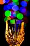 Ljus bubblar att komma ut ur ett vinexponeringsglas Royaltyfri Bild