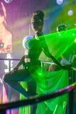 Ljus dansare i nattklubb Royaltyfri Foto