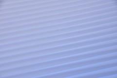 Ljus - den blåa diagonalen fodrar med motsatta riktningar Royaltyfri Bild