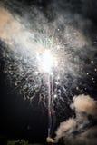 Ljus explosion av fyrverkerier Arkivbilder
