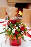 Ljus färgrik bukett av blommor i korgen för födelsedag Royaltyfri Foto