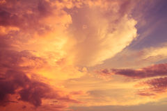 Ljus färgrik himmel som en bakgrund Arkivfoto