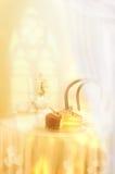 Ljus färgrik stilleben med det skivade stycket av kaka och te Royaltyfri Foto