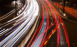 Ljus för bil för storstadväg på natten Royaltyfria Foton