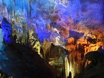 Ljus felik show i grottan av Prometheus Arkivfoto