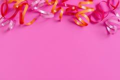 Ljus festlig rosa bakgrund med banderoller royaltyfria foton