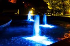 Ljus fontain för natt Fotografering för Bildbyråer