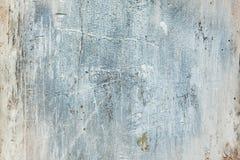 Ljus gammal murbrukvägg med skrapor och chiper arkivfoton