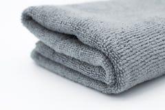 Ljus - grå microfibertorkduk på vit bakgrund Royaltyfri Fotografi
