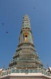 Ljus - grön pagod i tempel fotografering för bildbyråer